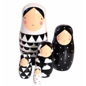 nesting dolls zwart wit